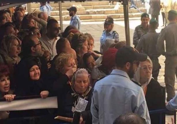 """الطوائف المسيحية في فلسطين تحتفل بـ """"سبت النور"""""""