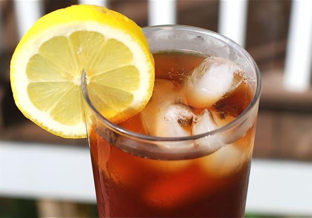 الشاي المثلج يزيد خطر الإصابة بهذا المرض