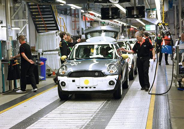 """إضراب عمال مصانع بي إم دبليو يهدد سيارات """"ميني"""""""