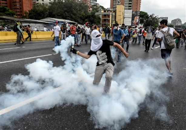 اجلاء عشرات الأطفال من دار توليد في كراكاس بعد احتجاجات عنيفة