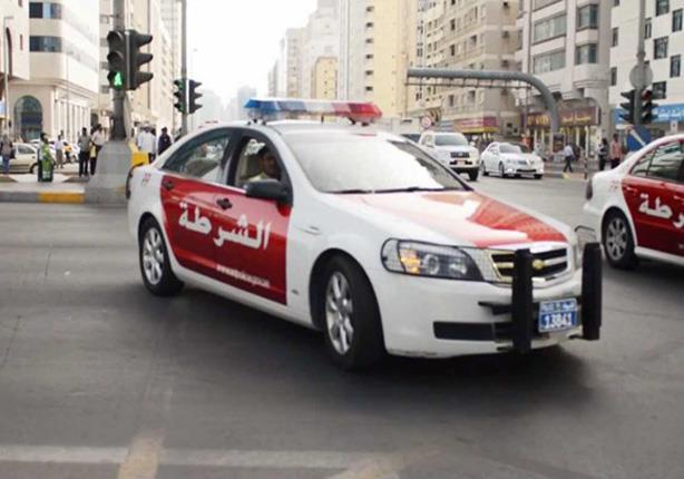 """بالفيديو.. شرطة أبوظبي تغلق طريقًا رئيسيًا من أجل """"قطة"""""""