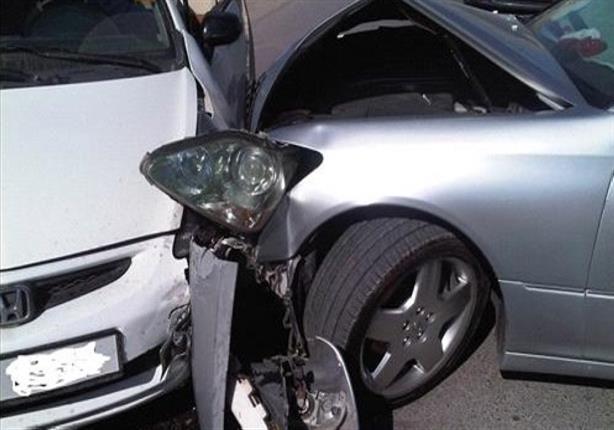 إصابة شخصين في حادث تصادم سيارتين بالدقي