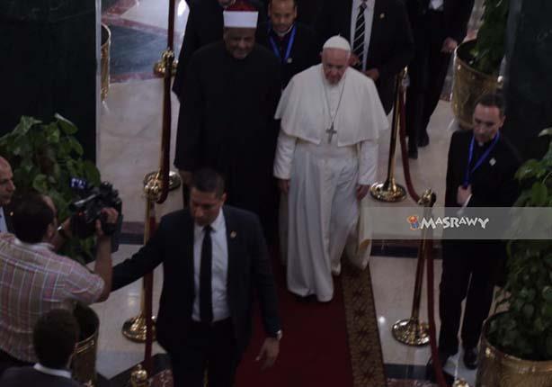 """المعادي تتحول لـ """"ثكنة عسكرية"""" قبل ساعات من زيارة البابا للكنيسة الكاثوليكية"""