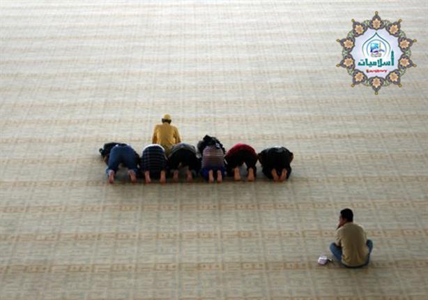 ما حكم الشرع فى تارك الصلاة كسلاً وهل تقبل باقى عباداته؟