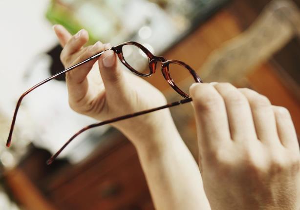 932943d79 هذه الطريقة الأسهل لتنظيف عدسات النظارة | مصراوى