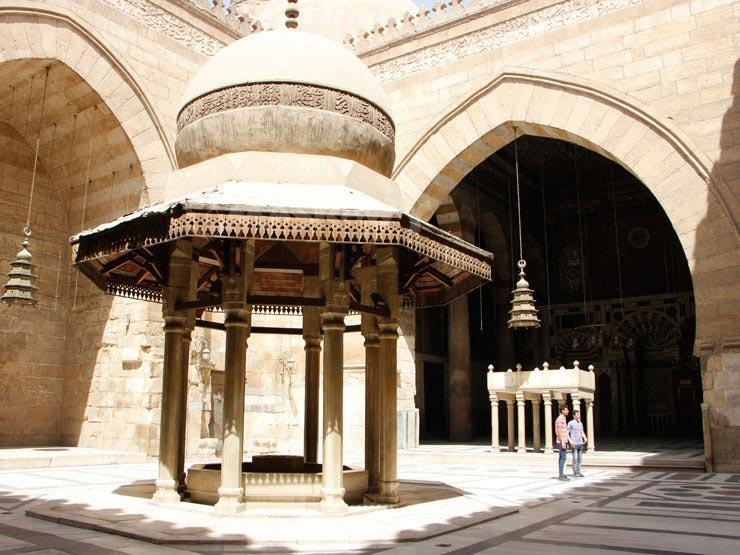 بالصور: مسجد السلطان برقوق أول مساجد المماليك في مصر