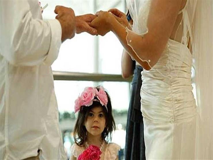 بالصور- عروسان يضطران للزواج في المطار لهذا السبب