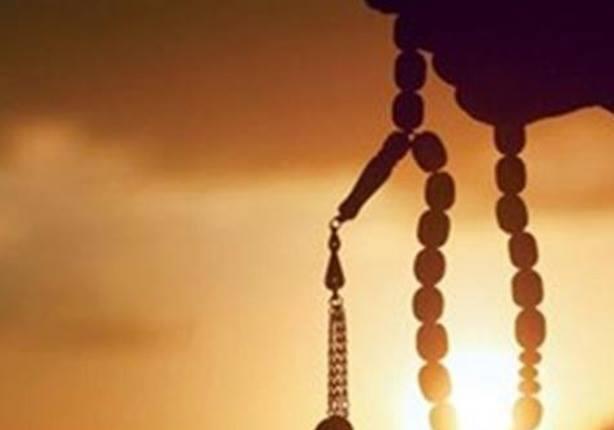 الشيخ رمضان عبدالمعز يوضح حكم التسبيح باليد اليسرى