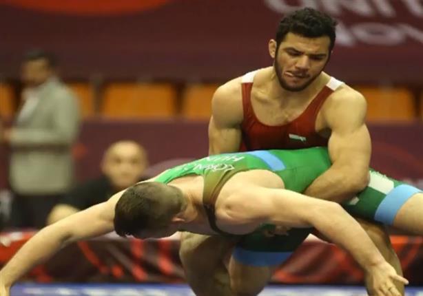 وزير الرياضة يُكذب بطل المصارعة البلغاري طارق عبد السلام.. واللاعب يرد