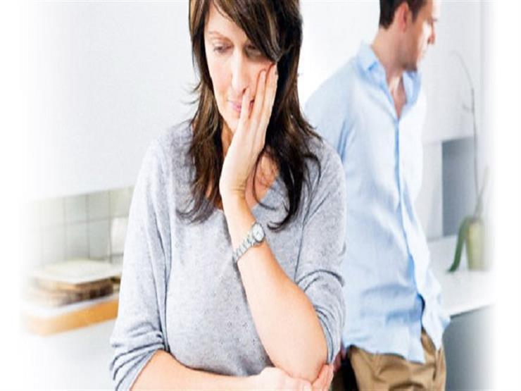 هل تأثم الزوجة إذا أخفت على زوجها فشل ابنته في الاختبارات؟