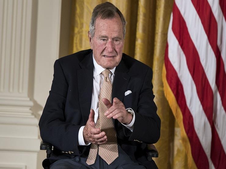 """جورج بوش الأب: كول كان """"صديقا حقيقيا للحرية"""""""