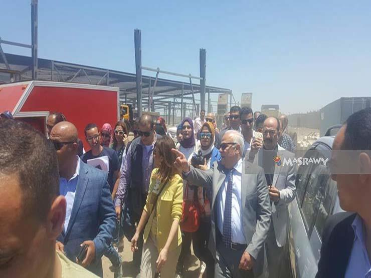نصر تتفقد مصنع لإنتاج إطارات السيارات ببورسعيد