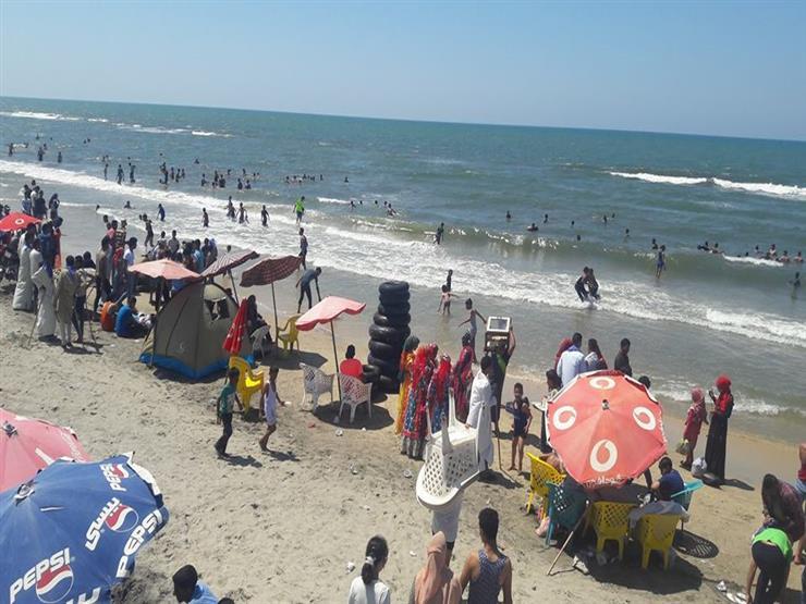 الآلاف يتوافدون على مصيف بلطيم في أول أيام العيد