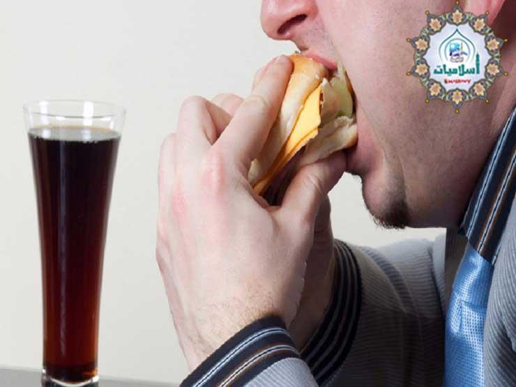 هل تناول الطعام والشراب بعد مدفع الإمساك يُبطل الصيام؟