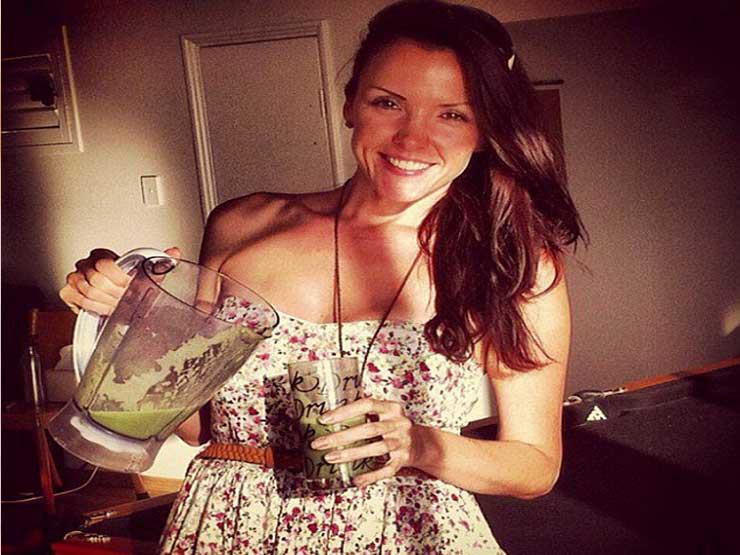 فتاة ترفض العلاج الكيماوي وتستبدله بتناول 3 أنواع من الفاكهة يومياً