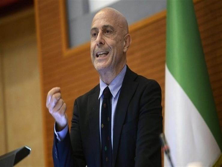وزير داخلية إيطاليا: لا يمكن نقل كل المهاجرين بعد إنقاذهم إلى إيطاليا
