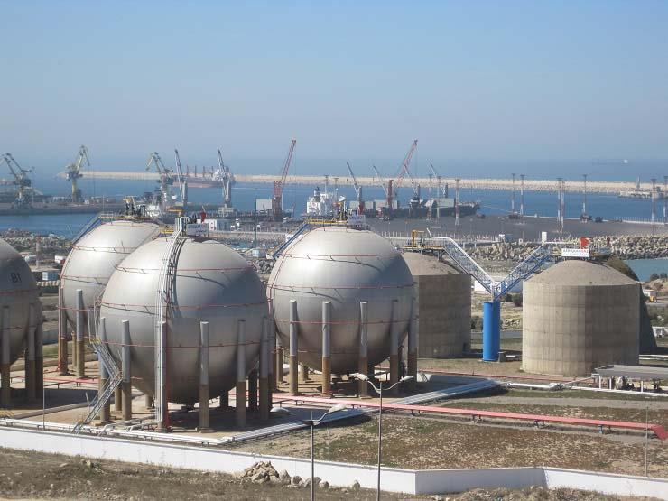 رويترز: قطر ترفض طلبات جديدة لتوريد الغاز المسال إلى مصر