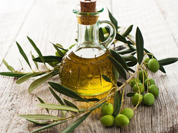 فوائد مذهلة لزيت الزيتون.. تناوله بهذه الطريقة يهددك بالتسمم