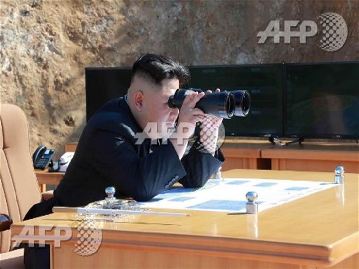 صورة وخبر: زعيم كوريا الشمالية لحظة اختبار صاروخ باليستي