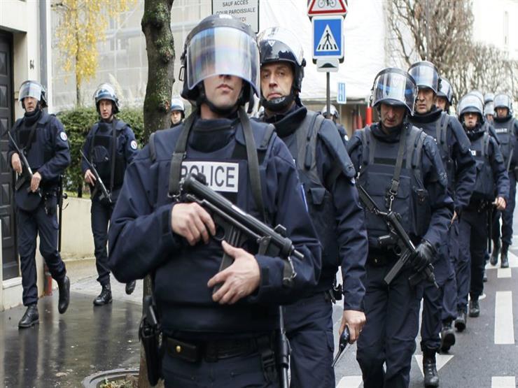 شرطة باريس تجلي 2770 شخصا من مخيم للمهاجرين بشمال العاصمة