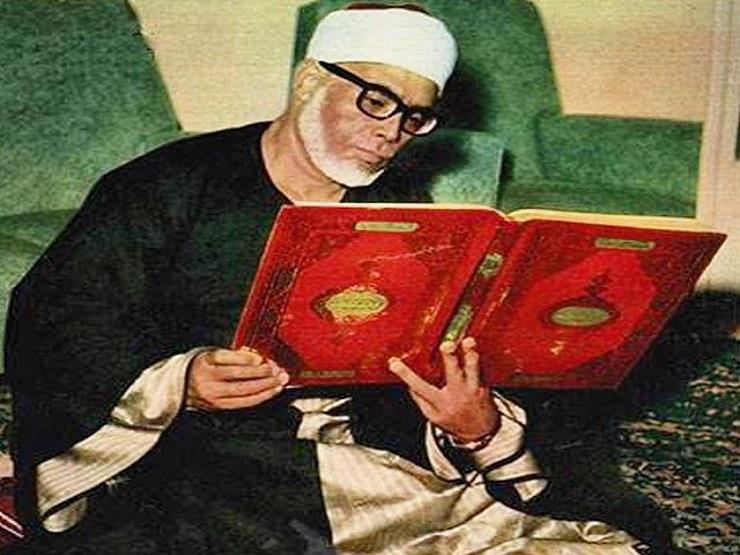 """فيديو نادر """"للحصري"""" أول قارئ افتتح إذاعة القرآن الكريم بصوته"""