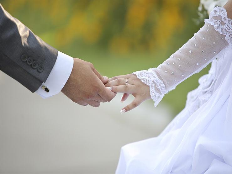 بعد اقتراح تخفيض سن الزواج لـ 16 سنة..هذا ما تجنيه الفتاة نفسياً