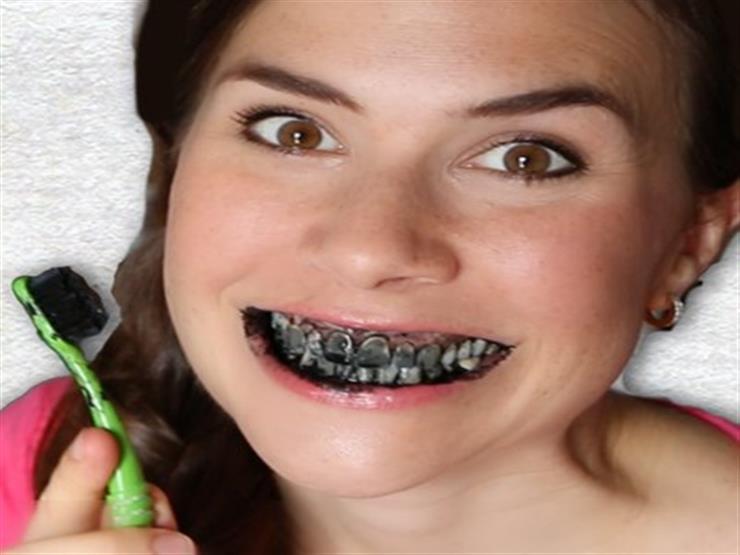 كيف يُستخدم الفحم في مستحضرات التجميل وتنظيف الأسنان؟