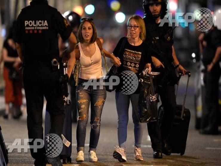 صورة وخبر: برشلونة.. الشرطة تبعد المارة بعد حادث الدهس