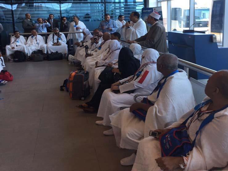 الرئيس التنفيذي لبعثة الحج يتستقبل حجاج أسر شهداء الشرطة في جدة
