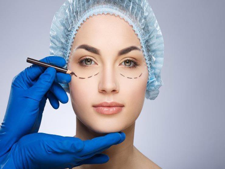 طبيب يوضح حقيقة خطورة أنواع محددة من عمليات التجميل على الحياة