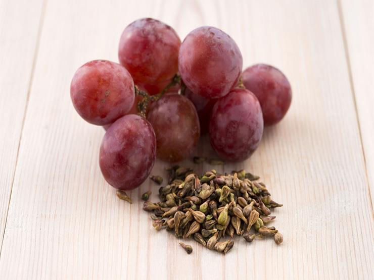 لا تلقي بذور العنب بعد اليوم.. تعرف على فوائدها