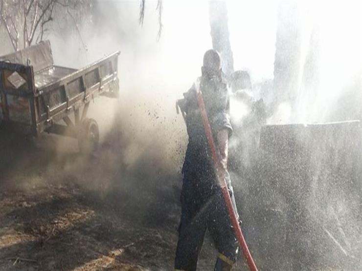 المعمل الجنائي يعاين موقع حريق مصنع لإنتاج المناديل في أكتوبر