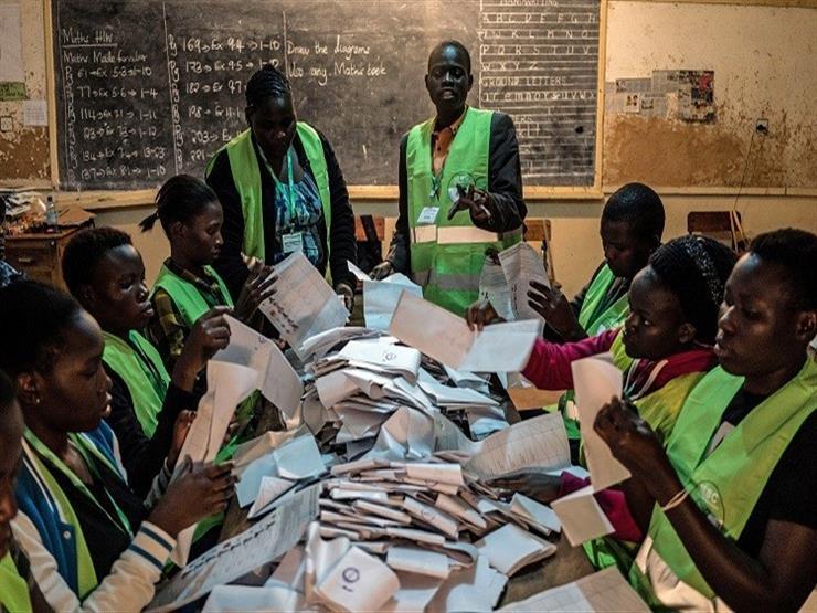 لجنة الانتخابات الكينية تعتزم التحقيق في مخالفات من جانب اعضائها