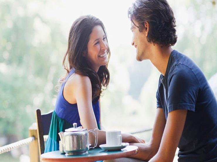 """9 نصائح تعلمك كيف تبدأ حديث مع """"الكراش"""""""