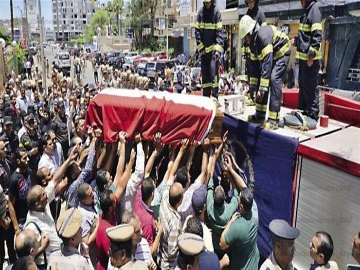 """جنازة عسكرية مهيبة لـ """"شهيد العريش"""" في مسقط رأسه بحلوان"""