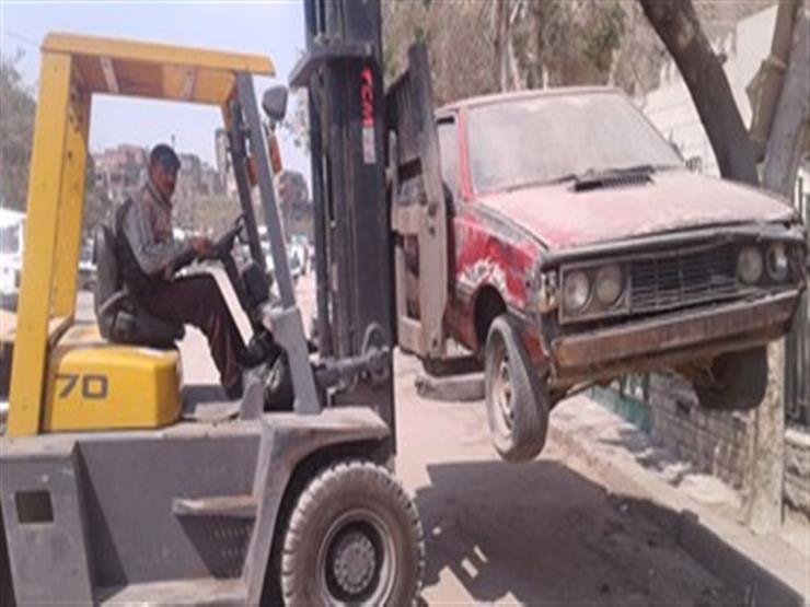 رفع 13 سيارة متروكة بشوارع الجيزة لمنع استخدامها في عمليات إرهابية