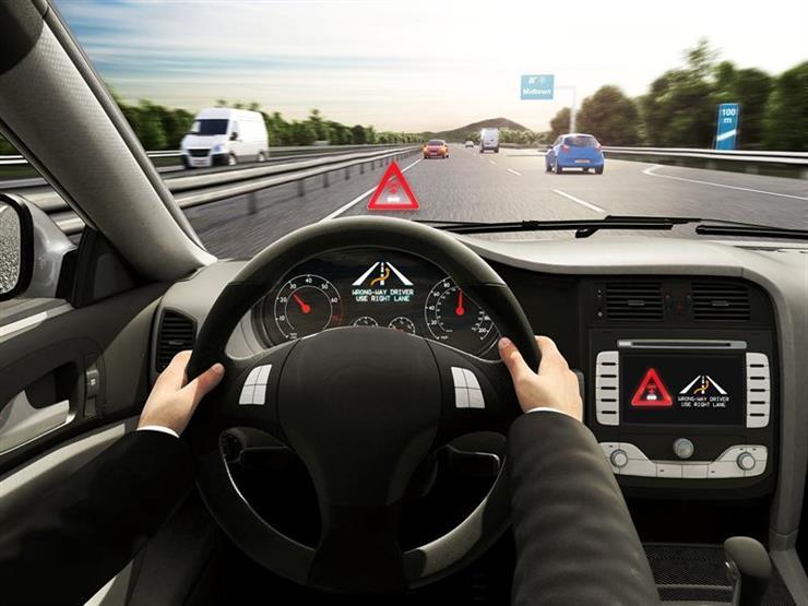 """""""الالتزام الإجباري بالحارات"""".. أحدث طرق الأمان الإليكترونية بالسيارات"""