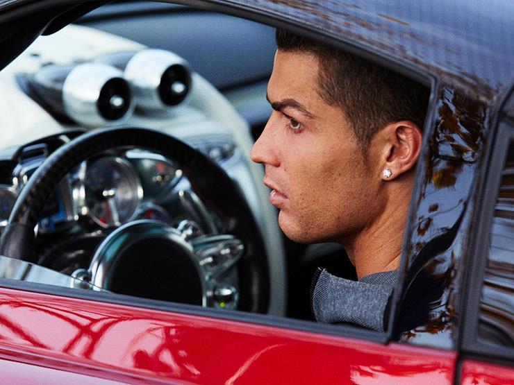 رونالدو يكشف لمحبيه عن أحدث سيارة في مرآبه الخاص.. صورة