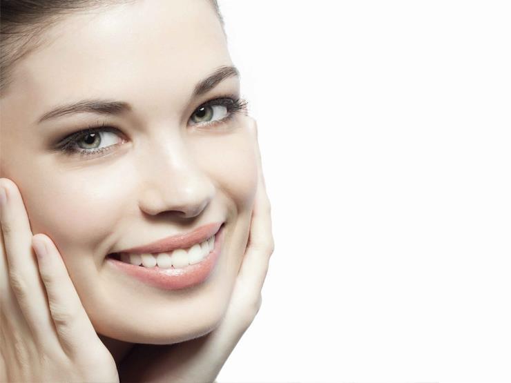 أهم الفيتامينات والأطعمة التي تحافظ على شباب بشرتك