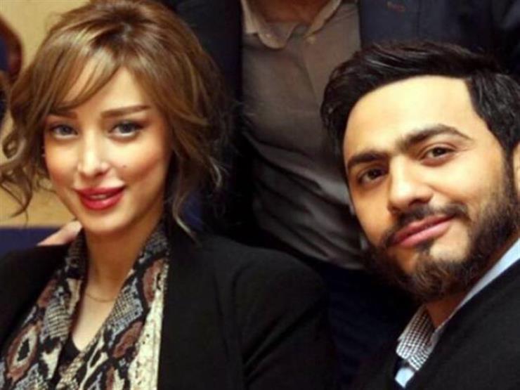 على خطى حلمي ومنى.. تامر حسني وزوجته بالأقنعة في رأس السنة...مصراوى
