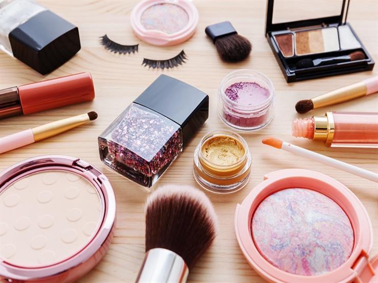 دولة عربية تسحب بعض مستحضرات التجميل من أسواقها.. لهذا السبب