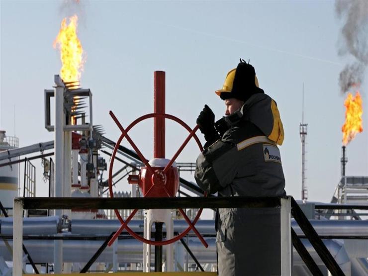 النفط يهبط من أعلى مستوى له في 3 سنوات