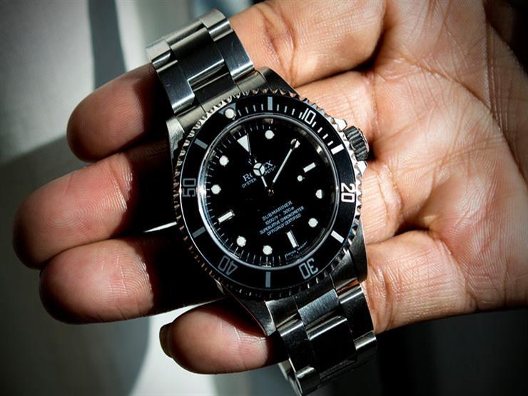 """النيابة: سكرتير عام محافظة السويس حصل على """"ساعة يد"""" باهظة الثمن لتسريب معلومات"""