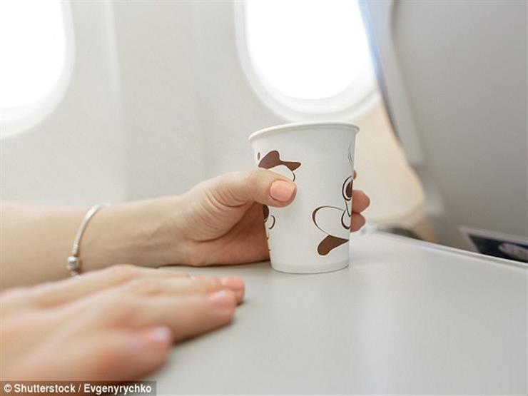 تناول القهوة على متن الطائرة قد يصيبك بهذه الأمراض