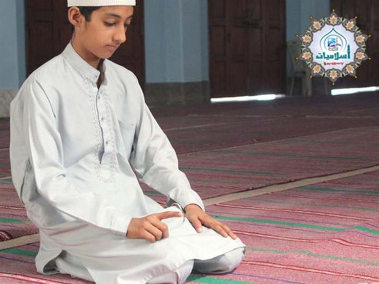 مستشار المفتي يوضح حكم رفع إصبع الإبهام وتحريكها عند التشهد في الصلاة