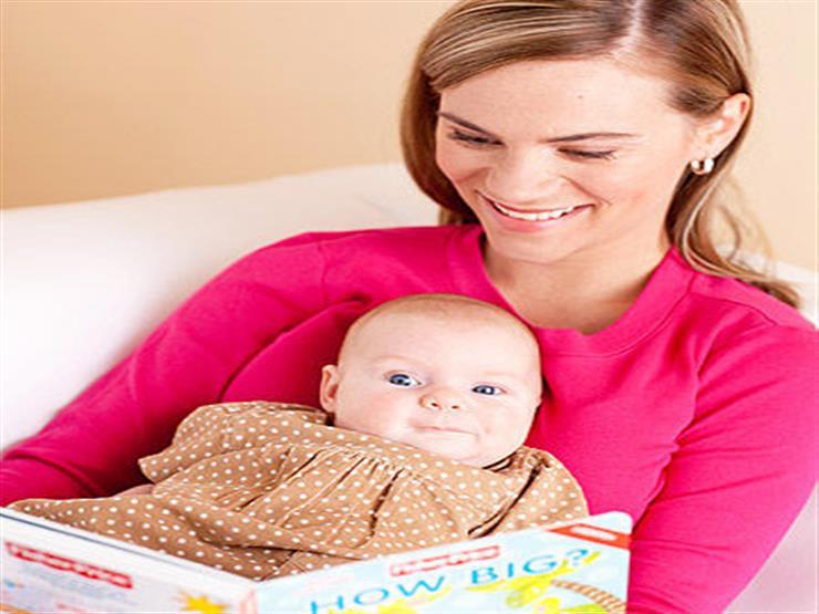 كيف تؤثر قراءة القصص على عقل الرضع؟