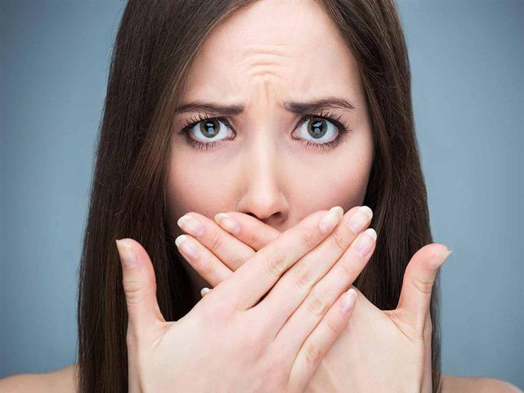 أسباب متعددة لرائحة الفم الكريهة بعد تركيب الفينير.. هكذا تتجنبها