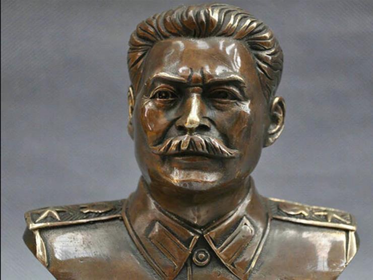 """معرض يلقى الضوء على بقايا تمثال الديكتاتور """"ستالين"""""""
