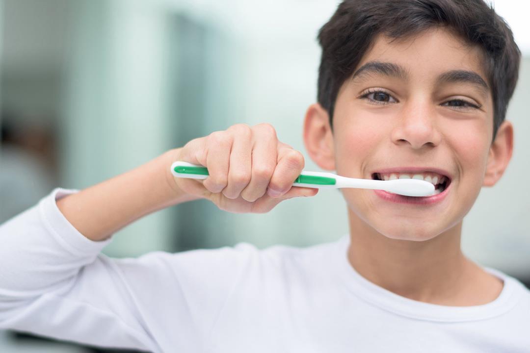 الألياف منظف طبيعي لأسنان طفلك.. نصائح للحفاظ على قوتها