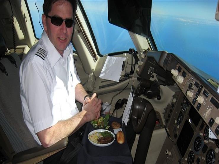 ما سر اختلاف طعام الطيار عن وجبات مساعده وركاب الطائرة أيضاً؟